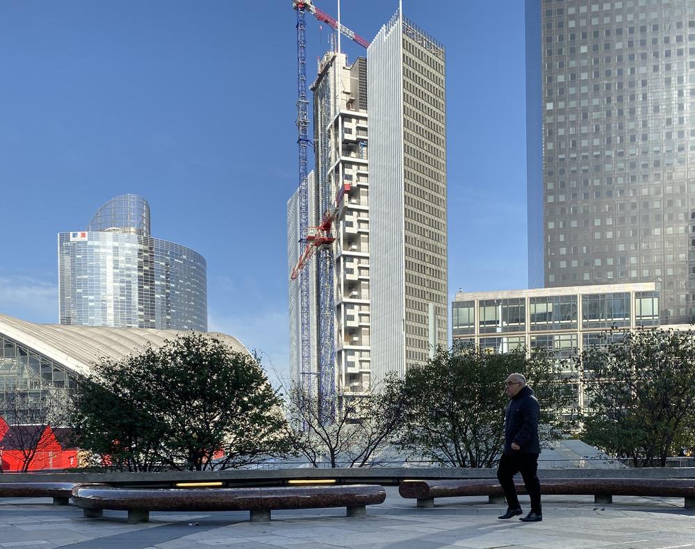 La tour Trinity se pose à La Défense - © Cro&Co